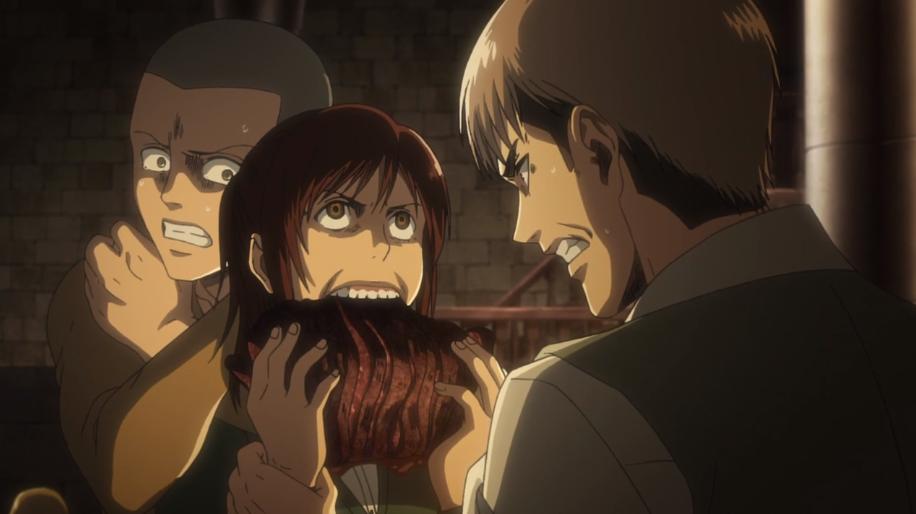 肉にかぶりつくサシャを見て、ジャンが怒る。